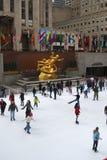 Het Schaatsen van het Ijs van het Centrum van Rockefeller Stock Foto