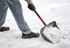 Het scheppen van sneeuw Stock Foto's