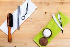 Het scheren van mensen uitrusting en kapsels op de handdoek stock foto