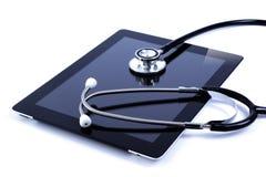 Het scherm digitale tablet van de aanraking met stethoscoop Royalty-vrije Stock Foto's