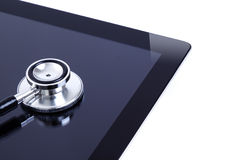 Het scherm digitale tablet van de aanraking met stethoscoop Stock Fotografie