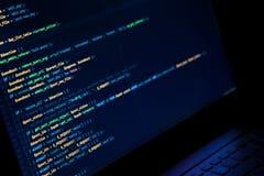Het scherm met crypto muntcode, groene digitals Royalty-vrije Stock Fotografie