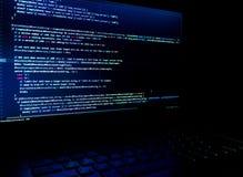 Het scherm met de code van de softwareontwikkelaar De lichten van het onduidelijke beeld Royalty-vrije Stock Afbeelding