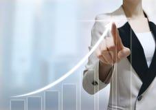 Het scherm van de bedrijfsvrouwenaanraking stock foto