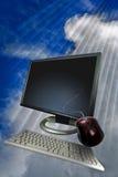 Het scherm van de computer in wolken royalty-vrije stock afbeelding