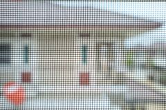 Het scherm van de klamboedraad op de bescherming van het huisvenster royalty-vrije stock foto's