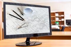 Het scherm van de monitor met blauwdrukken en hulpmiddelen Royalty-vrije Stock Fotografie