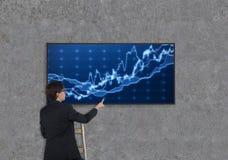 Het scherm van de zakenmanholding Royalty-vrije Stock Afbeelding