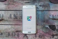 Het scherm van googlekaarten wordt geschoten op de melkwegs6 rand die van Samsung stock foto's