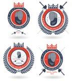 Het schermende team, de club of het kampioenschap om embleem plaatst met kroon en lauwerkrans Stock Fotografie