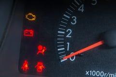 Het schermvertoning van de waarschuwingslicht van de autostatus op dashboardpaneel sy royalty-vrije stock foto's