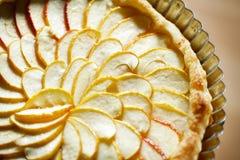 Het scherpe detail van de appel met appelplakken die in een pa worden gewaaid royalty-vrije stock afbeeldingen