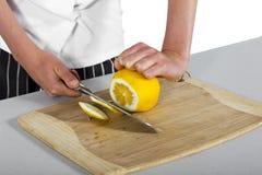 Het scherpe fruit van de chef-kok Stock Afbeeldingen