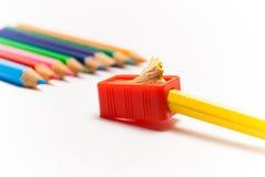 Het scherpen van een kleurenpotlood Royalty-vrije Stock Foto's