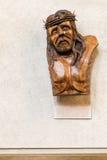 Het Scheur woode beeldhouwwerk in Heilige Drievuldigheidskathedraal, Auckland Stock Foto