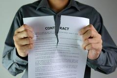 Het scheuren van Contract Stock Foto's