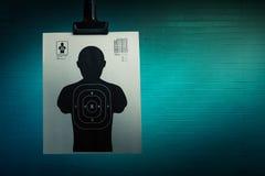 Het schieten van doel op een donkere achtergrond Stock Foto