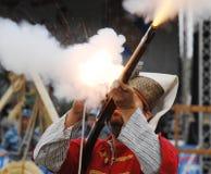 Het schieten van een musket Royalty-vrije Stock Foto's