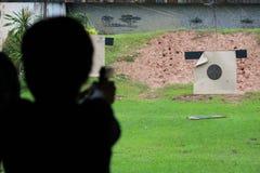 Het schieten van kanon Stock Foto