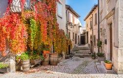 Het schilderachtige dorp van Pescocostanzo op een zonnige dag Abruzzo, centraal Italië royalty-vrije stock foto's
