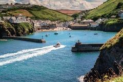 Het schilderachtige Kustdorp & de Haven Isaac in Cornwall stock fotografie