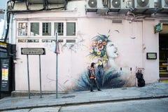 Het schilderen of de graffiti van de straatkunst op de muur bij Hollywood-weg, Hong Kong, Oriëntatiepunt en populair voor toerist stock foto