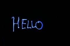 Het schilderen HELLO in dunne lucht met licht met tijd omwikkelt de blootstelling van de akabol Stock Afbeeldingen