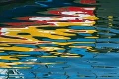 Het schilderen in het water stock afbeeldingen