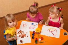 Het schilderen klasse voor meisjes Stock Afbeeldingen