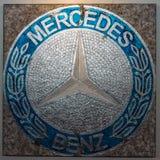 Het schilderen met het embleem van Mercedes-Benz door Duitse kunstenaar Ferencz Olivier Stock Afbeeldingen