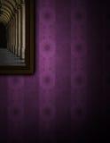 Het schilderen op purpere muur Royalty-vrije Stock Afbeelding