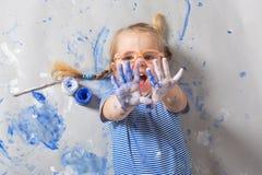 Het schilderen is pret voor jonge geitjes stock fotografie