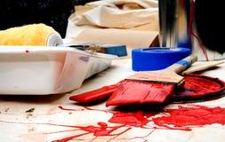 Het schilderen in Rood Stock Foto's
