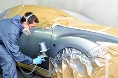 Het schilderen van de arbeider. stock foto