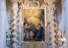 Het schilderen van de beklimming van Madonna boven één van de altaren, Basiliekdi Santa Croce stock afbeelding