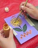 Het schilderen van de hand stenciled ontwerp Stock Foto's