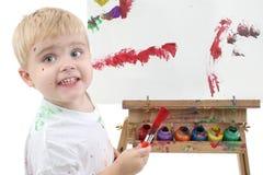 Het Schilderen van de Jongen van de Peuter van Addorable bij Schildersezel Stock Foto