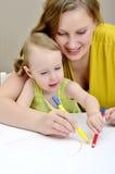 Het schilderen van de moeder en van het kind Royalty-vrije Stock Afbeeldingen