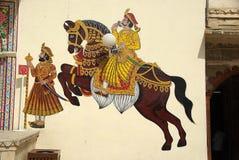 Het schilderen van de muurschildering in Udaipur, Rajasthan Stock Afbeelding