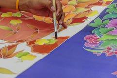 Het schilderen van de traditionele Thaise stof van de stijl inheemse met de hand gemaakte batik Stock Foto's