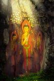 Het schilderen van de tribune van Boedha op lotusbloem Stock Fotografie