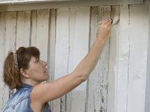 Het schilderen van een huis in wit Royalty-vrije Stock Foto