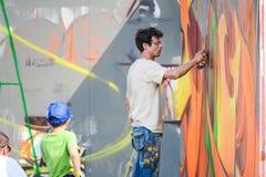 Het schilderen van een muur Stock Foto