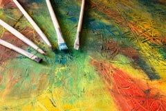 Het schilderen van het abstracte schilderen met penselen Stock Afbeeldingen