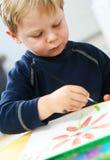 Het schilderen van het kind Stock Foto's