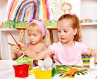 Kind het schilderen bij schildersezel royalty vrije stock fotografie afbeelding 37187097 - Schilderen kind jongen ...