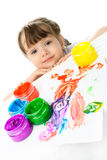 Het schilderen van het meisje met vingerverven Stock Afbeelding