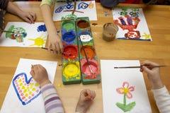 Het schilderen van kinderen Stock Afbeelding