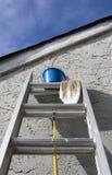 Het schilderen van Materialen op Ladder stock foto's