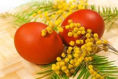 Het schilderen van Pasen eieren Royalty-vrije Stock Afbeelding